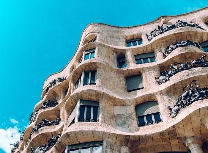 Barac- Gaudi-photo-1528744598421-b7b93e12df15